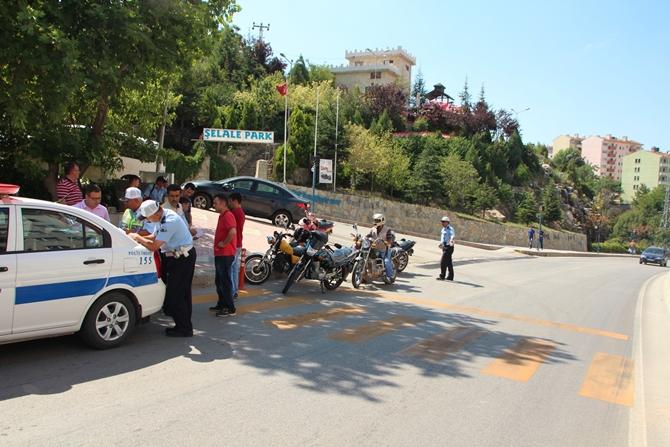 MOTOSİKLET SÜRÜCÜLERİNE CEZA YAĞDI !!!