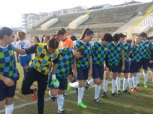 GENÇ KIZLAR FUTBOL ŞAMPİYONASI BAŞLIYOR
