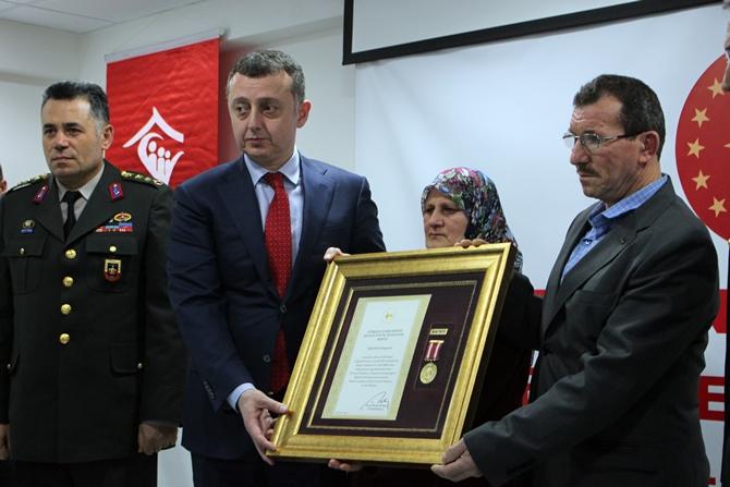 OSMANELİ'Lİ ŞEHİT OSMAN ER'İN AİLESİNE DEVLET ÖVÜNÇ MADALYASI VERİLDİ