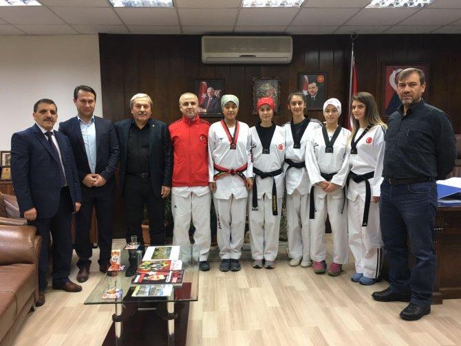 1308-osmaneli-belediye-spor-taekwondo-takimi.jpg