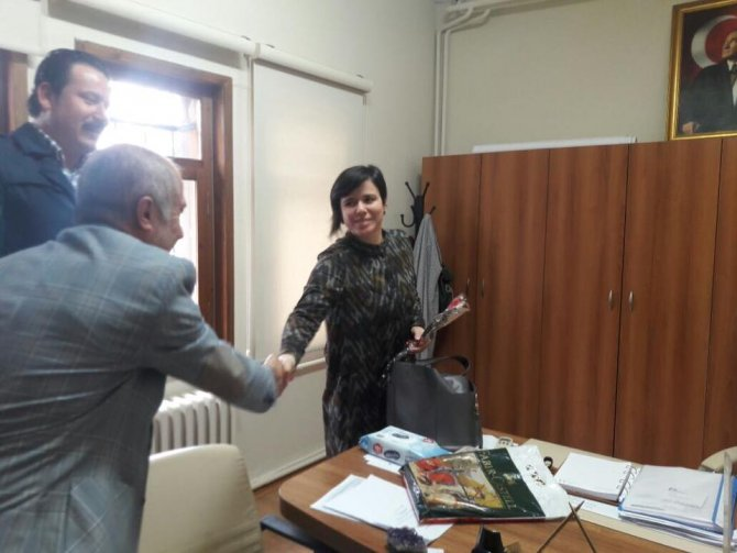 8-mart-dunya-kadinlar-gunu-resmi-tatil-olmali-(1).jpg