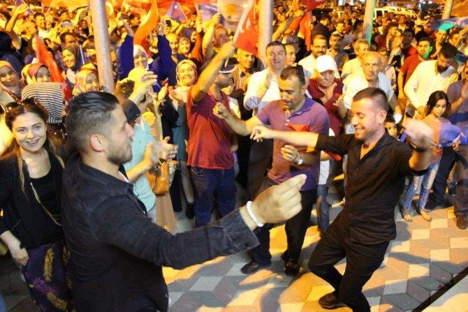 ak-parti-osmaneli-ilce-teskilati-secim-zaferini-kutladi-(7).jpg