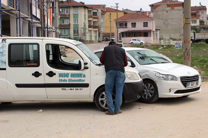 haceloglu-mahallesinde-trafik-kazasi-(1).jpg