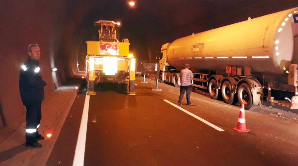 lpg-gaz-yuklu-tanker-tunel-icinde-kaza-yapti-(1).jpg