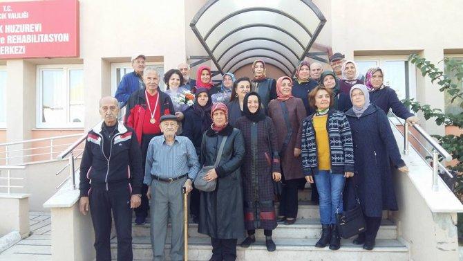 osmaneli-ak-parti-ilce-baskani-ve-kadin-kollari-bilecik-huzur-evini-ziyaret-ettiler1.jpg