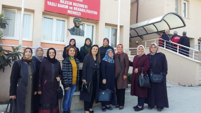 osmaneli-ak-parti-ilce-baskani-ve-kadin-kollari-bilecik-huzur-evini-ziyaret-ettiler2.jpg