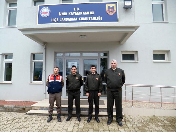 osmaneli-ilce-jandarma-komutani-yunus-demirpehlivan-ile-karakol-komutani-feramuz-yildiz-002.jpg