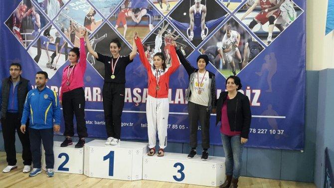 taekwondo'da-bir-basari-daha-geldi-(3).jpg