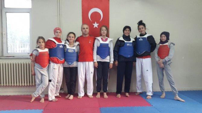 taekwondo-gurup-maclarinda-osmaneli'yi-ari-ve-tetik-temsil-edecek-(1).jpg