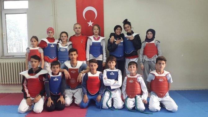 taekwondo-gurup-maclarinda-osmaneli'yi-ari-ve-tetik-temsil-edecek-(3).jpg