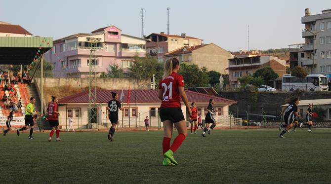 zafer-kupasi-2018-kadin-futbol-turnuvasi-(14).jpg