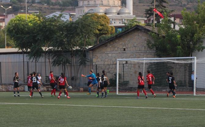 zafer-kupasi-2018-kadin-futbol-turnuvasi-(16).jpg